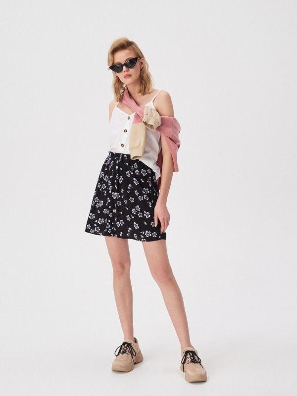 8d4b96bf8e2a Kockovaná sukňa · Rozšírená kvetovaná sukňa - čierna - VP060-99X - SINSAY