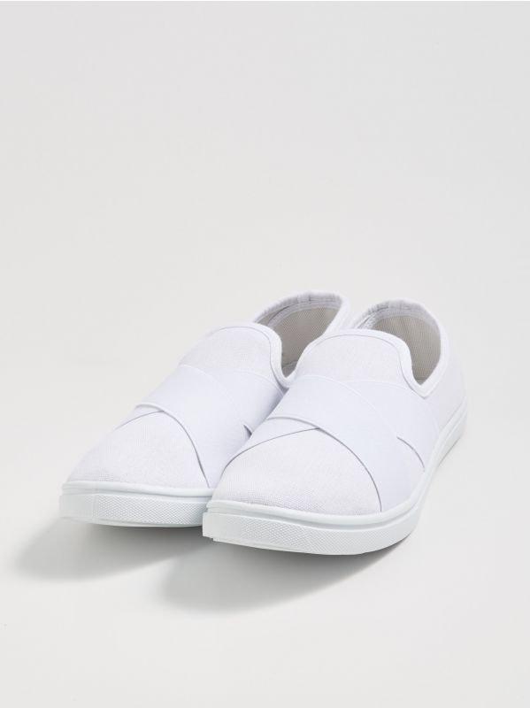 70e8045acc2a Sinsay női cipők – sportos, elegáns és fesztiválokra ajánlott darabok.
