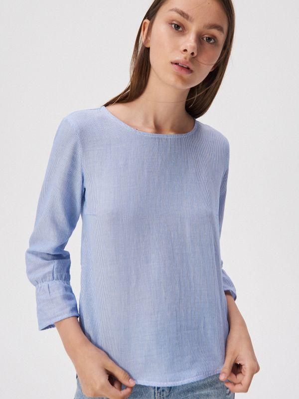 b3ea22607a35e4 Bawełniana bluzka z wiązaniem · Bluzka z rozkloszowanymi rękawami -  wielobarwny - WD136-MLC - SINSAY