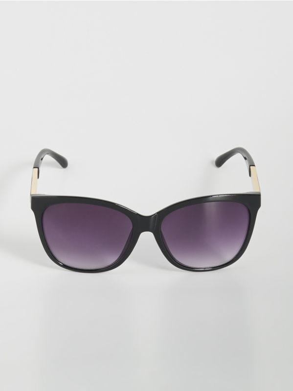 ed2ecef425 Napszemüveg érdekes elemmel · Napszemüveg érdekes elemmel - fekete -  WD402-99X - SINSAY