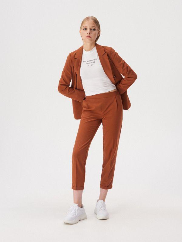 e07198d65af50f Spodnie cygaretki z kantem · Spodnie cygaretki z kantem - brązowy -  WD643-82X - SINSAY
